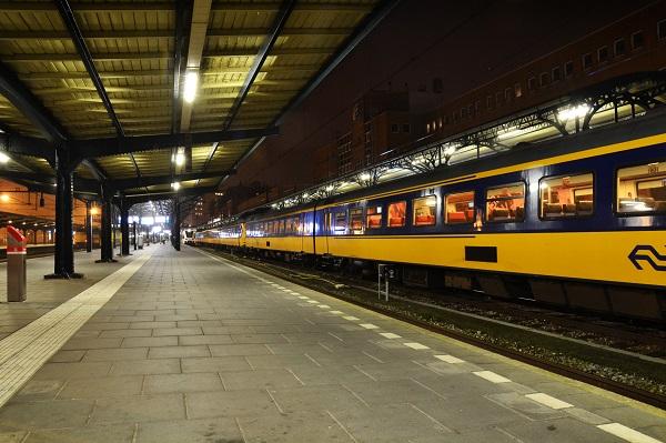 Bovenleiding komt op trein terecht (update)