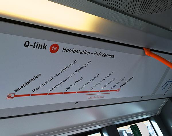 De bus naar Zernike is ouderwets druk