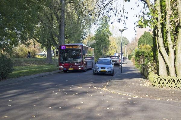 Fietser ernstig gewond na botsing met bus